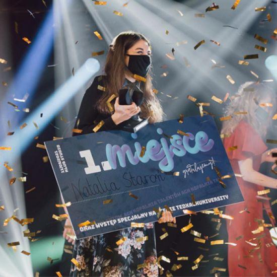 Nagrody dla uczestniczek zajęć wokalnych Ewy Niewdanej-Hady